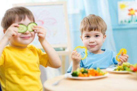 Чтобы не было слышно треска сочленений у малышей, их питание должно быть полезным и сбалансированным.