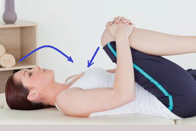 Подтягивание колена к груди