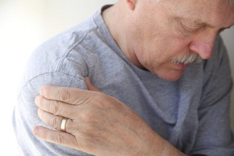 При хрусте может появляться боль и иные неприятные ощущения
