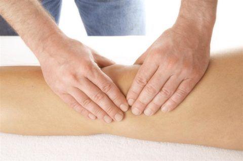 Регулярные курсы массажа улучшают кровообращение и трофику в ногах.