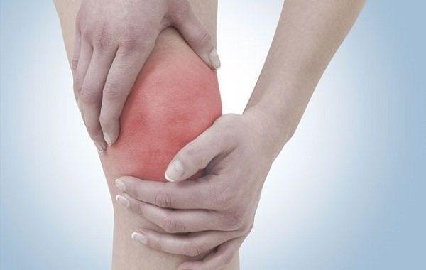 Опух и болит коленный сустав: основные причины и лучшие методы лечения