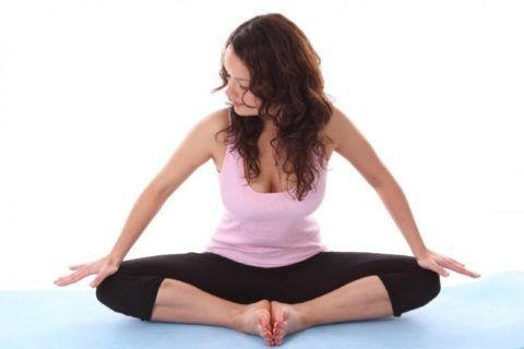 Упражнение «бабочка» помогает укрепить суставные связки.