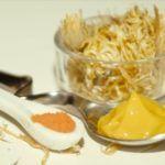 Прием меда с корнем окопника внутрь окажет стимулирующее и тонизирующее воздействия на весь организм.