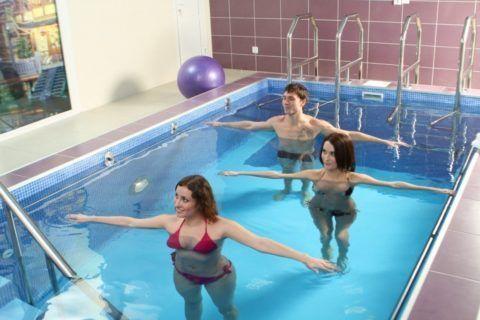 Лечебное плавание. Занятие в бассейне