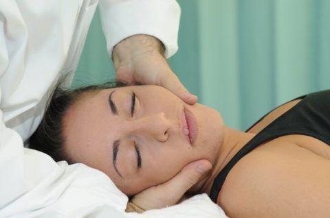 Мануальная терапия должна проводиться высококвалифицированным специалистом