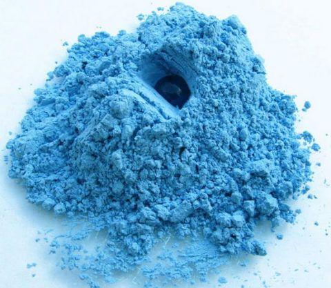 На фото Голубая глина