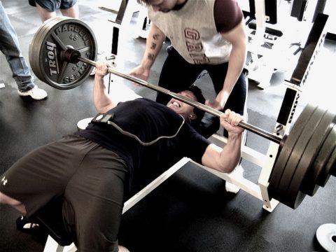 Во время тяжёлых занятий спортом необходимо использовать фиксаторы и рассчитывать возлагаемую нагрузку на организм.