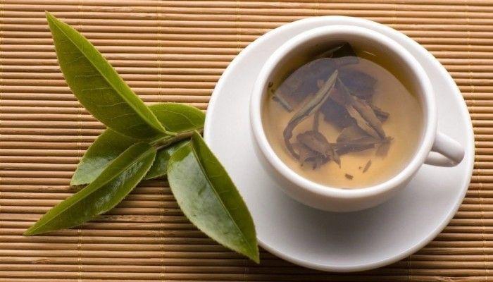 Чай с добавлением лаврушки обладает лечебными свойствами и укрепляет организм