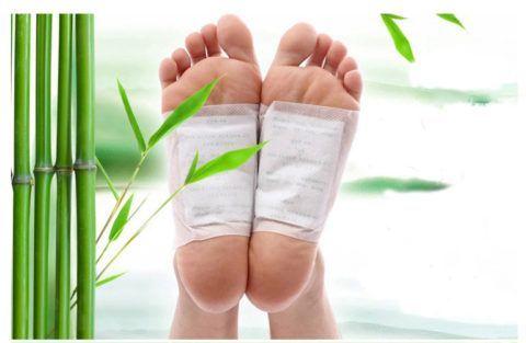 Использование китайской наклейки при локализации боли на стопах у пациентки.