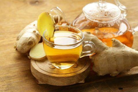 Избавиться от ночной боли в суставах поможет имбирный напиток