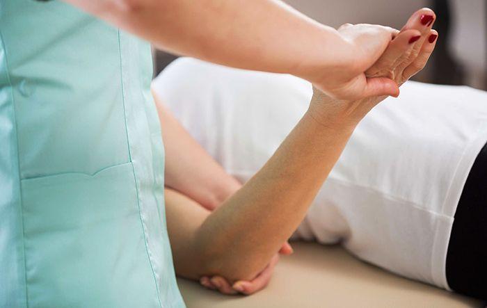 Лечение травмы локтевого сустава: травмы в спорте, разработка сустава