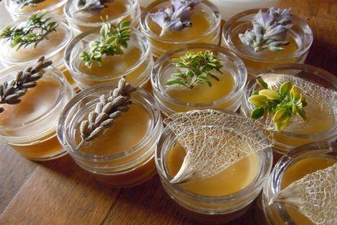 Мази, приготовленные в домашних условиях, обладают отличными лечебными свойствами.