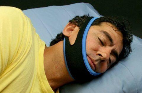 Наложение иммобилизирующей повязки при травме нижней челюсти.