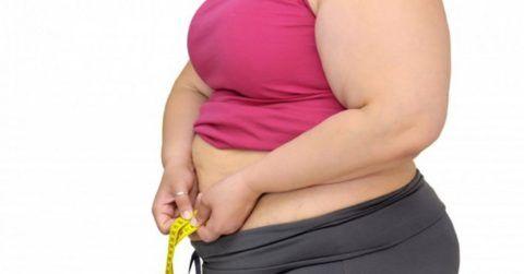 При наличии избыточного веса больному придется соблюдать достаточно строгую диету.
