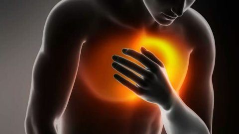 При обострении остеохондроза важно вовремя суметь отличить его от сердечного приступа.