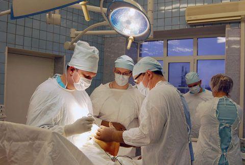 Проведение экстренной хирургической манипуляции.