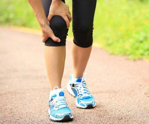 Слабый хруст при сгибании коленного сустава, присутствующий в течение нескольких месяцев, считается нормой