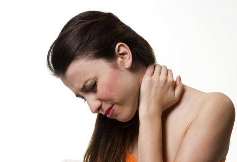 Снять боль можно народными и традиционными методами.