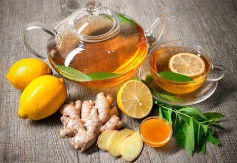 В лечебный чай можно добавить немного натурального меда или лимонного сока.
