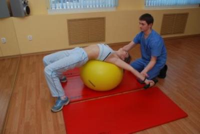 Безопаснее заниматься физкультурой под руководством инструктора