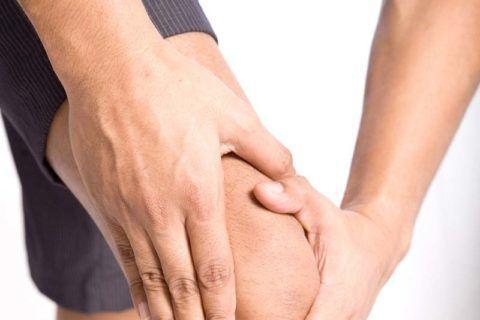 Боль в суставах, вызванная бактериями сильная и бесперебойная.