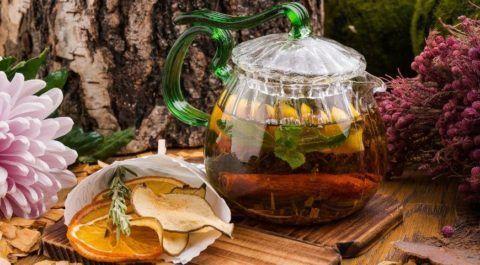 Избавиться от недуга поможет и домашний вариант чая, приготовленный собственноручно.