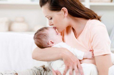 Патология суставной ткани передаётся вертикальным путём от родителей к ребёнку.