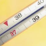 При распространении гнойного процесса за пределы сочленения у больного наблюдается повышение температуры тела до 40 градусов.