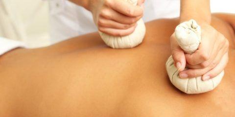 Самый простой способ устранения боли – нанесение на кожу лечебных растирок.