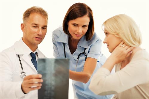 Как происходит лечение межпозвонковой грыжи без операции