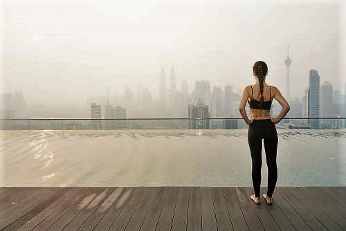 Зарядка при остеохондрозе: задачи и универсальная подборка упражнений