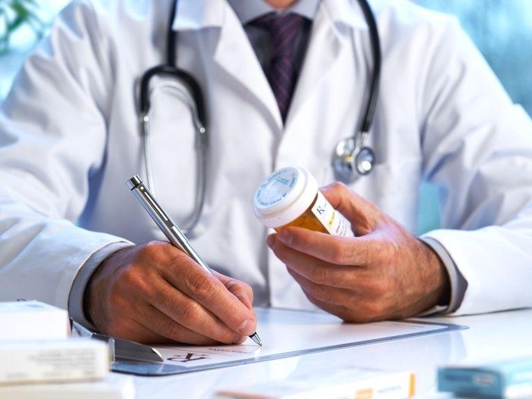 Обезболивающие для суставов: инъекционные, таблетированные препараты, мази и суппозитории