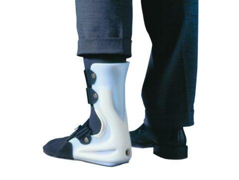 Жёсткий фиксатор ноги с подошвой.