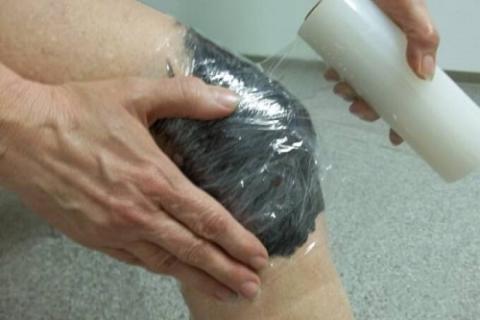 Аппликация колена грязью с озера Сиваш