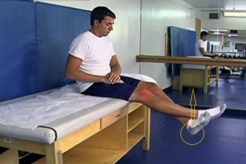 Ассистентное движение больным коленом с помощью подъёма пятки здоровой ноги