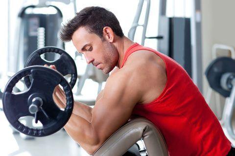 Чрезмерные нагрузки в спортзале могут вызывать чувство жжения в суставных соединениях и мышцах.