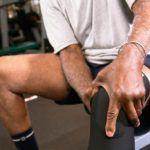 Чтобы снять постравматические боль, отек и воспаление, могут быть назначены внутрисуставные уколы.