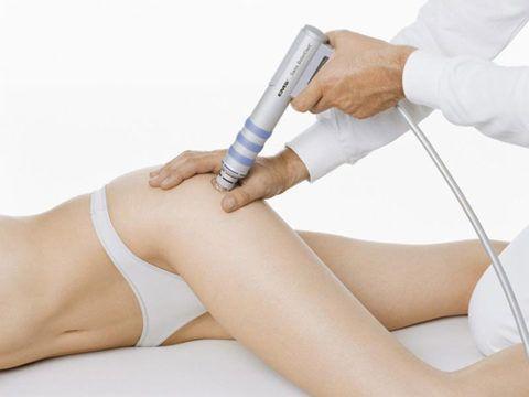 Физиотерапия усиливает эффект медикаментозной терапии, улучшает обменные и восстановительные процессы в суставных тканях.