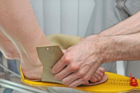 Индивидуальные стельки – важная составляющая терапии тендинита надколенника