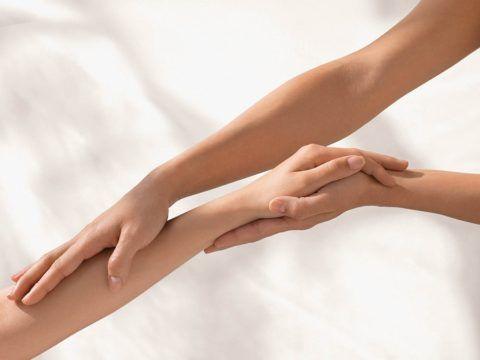 Изображение - Воспаление лучезапястного сустава лечение massazh-zapyastya-480x360