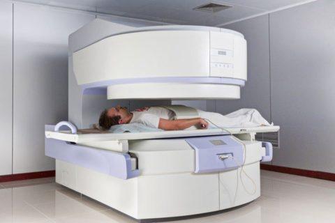 Открытый томограф – магнитный элемент располагается над исследуемой областью