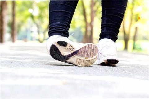 Подворачивание ноги может привести к растяжению или разрыву связок