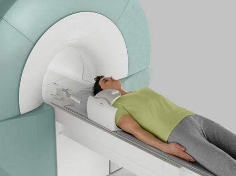 Положение больного - лежа с обычным физиологическим расположением рук