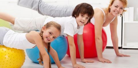 Делать вместе детскую лечебную гимнастику при сколиозе весло и полезно всем членам семьи