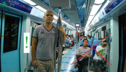 Не пользуйтесь общественным транспортом, но если надо, то делайте это не в часы пик и только стоя