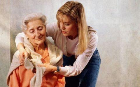 Внимание и забота могут субъективно уменьшить ощущение боли в суставах