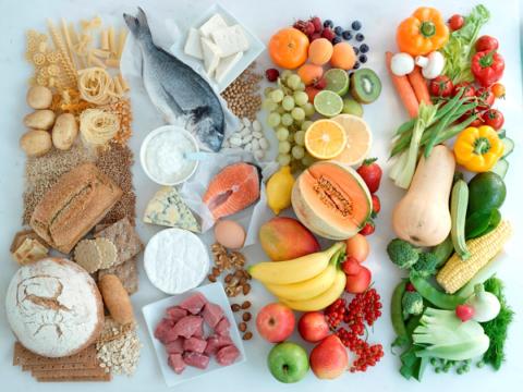 При болезнях костей диета должна помогать компенсировать дефицит витаминов и минералов
