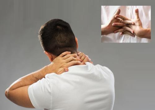 Намеренно хрустеть шеей или костяшками пальцев много раз в день — опасно для здоровья их сочленений